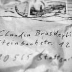Ein geheimnisvoller Umschlag im Briefkasten ...